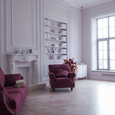 фотостудия с книжным шкафом и камином